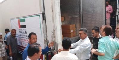 بدعم إماراتي.. وصول أدوية ومستلزمات طبية إلى مستشفى النصر العام بالضالع