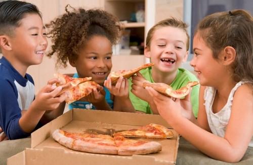 دراسة أمريكية تسلّط الضوء على خطورة تناول الأطفال للوجبات السريعة