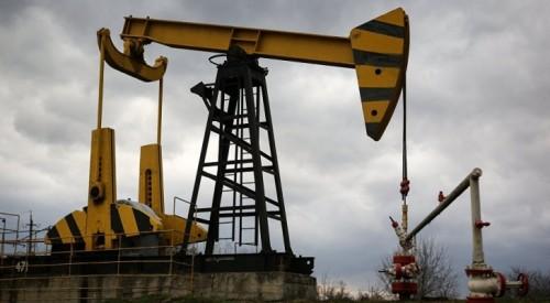 النفط ينخفض أكثر من واحد بالمئة جراء التوترات التجارية بين أمريكا والصين