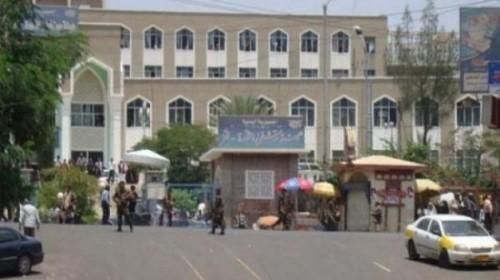 مليشيا الإصلاح بتعز تطرد مسؤولاً بمستشفى الثورة وتحتجز شاحنة أدوية