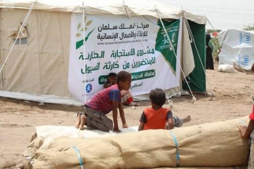 بدعم سعودي..توزيع مساعدات إيوائية للمتضررين من السيول في مخيمات الخوخة (صور)