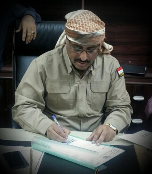 """كومبارس """"فاسد"""" في توقيت حساس.. لماذا ظهر الجبواني بالرداء العسكري في عدن؟"""