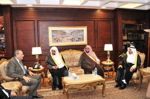 النائب العام المصري يتوجه إلى السعودية ويلتقي بنظيره السعودي