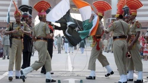 """بعد أزمة """" كشمير """".. باكستان تعلق حركة القطارات مع الهند"""