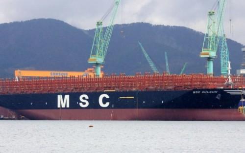 لأول مرة.. أكبر سفينة حاويات في العالم تعبر قناة السويس المصرية