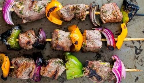 للنساء.. يمكنك استبدال اللحوم بالدجاج لتجنب سرطان الثدي