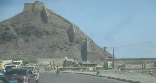 إعلامي: قصف عنيف من الإصلاح والقاعدة على معسكر جبل حديد