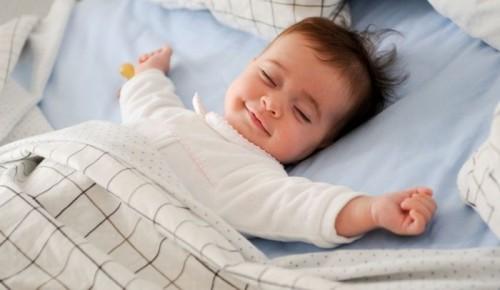 المتفائلون يميلون إلى النوم لعدد ساعات أطول من المتشائمين