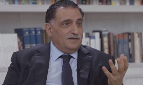 إعلامي سعودي يُلمح لاقتراب تخلص قطر من عزمي بشارة