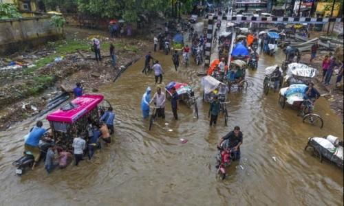 بسبب الفيضانات.. إخلاء آلاف المنازل في الهند