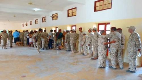 مدير فرع مركزي مأرب يرفض صرف رواتب دوائر الجيش