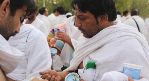 """توزيع أكثر من 100ألف عبوة """"أيس كريم"""" للحجاج في مشعر عرفات"""