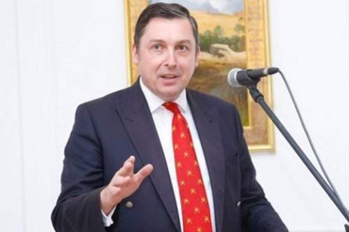 سفير بريطانيا بالعراق يبشر أهالي البصرة بمياه نظيفة