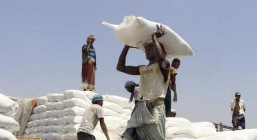 """الحوثيون و""""عرقلة المساعدات"""".. تأزيمٌ إنساني تدفع ثمنه البطون الفقيرة"""