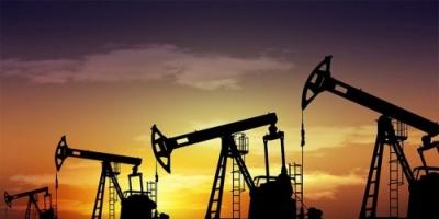 أسعار النفط تختتم الأسبوع بخسائر فادحة