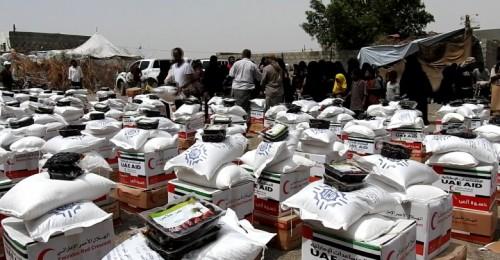 الهلال الإماراتي يوزع كسوة العيد ومعونات غذائية في الساحل الغربي