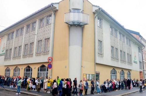 المشتبه به في إطلاق نار على مصليين بالمسجد في النرويج يرفض الاعتراف بالجريمة
