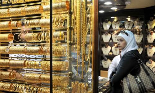 سياسة اللجوء لملاذ آمن يرفع سعر الذهب بمصر لـ717 جنيه في الجرام