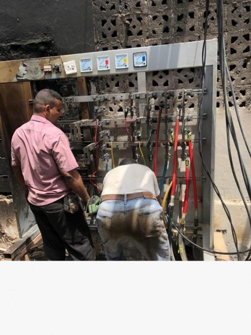 فرق الكهرباء تواصل إصلاح الأعطال بمديريات عدن