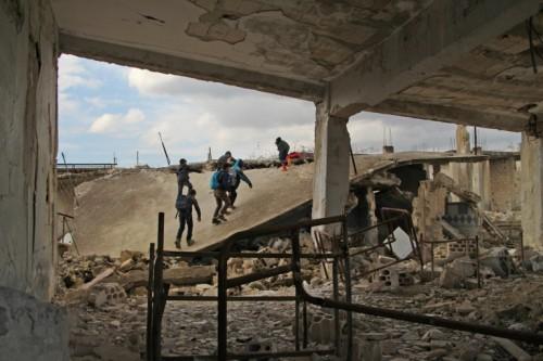 سوريا.. مقتل 60 شخصًا على الأقل في اشتباكات بين النظام والفصائل المسلحة