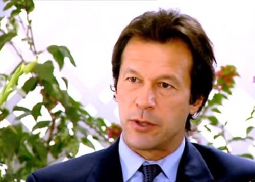 برفقة عدد من الوزراء.. عمران خان يصل كشمير للاحتفال بعيد الاستقلال