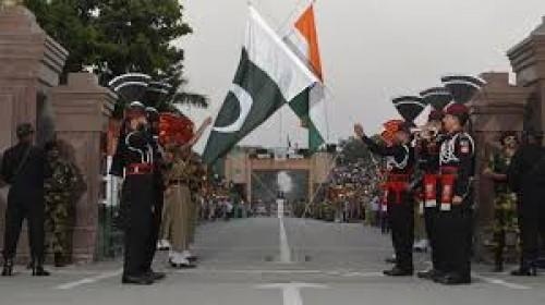رئيس الوزراء الباكستاني: مستعدون للرد على أي عدوان هندي بكشمير