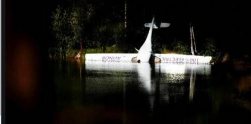 هبوط طائرة كهربائية نرويجية اضطراريًا في بحيرة