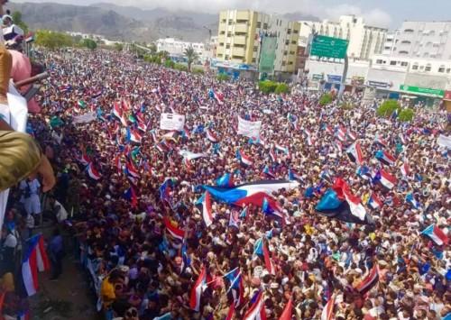 المئات من أبناء سقطرى يشاركون في مليونية النصر بعدن