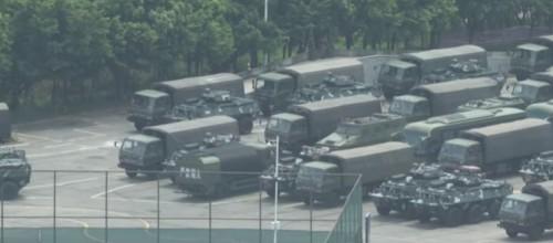 """هونغ كونغ """"تشتعل"""" وتعزيزات عسكرية صينية.. وترامب يتدخل.. (فيديو)"""