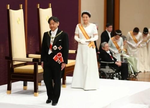 على خطه والده.. إمبراطور اليابان الجديد يدعو العالم  للسلام