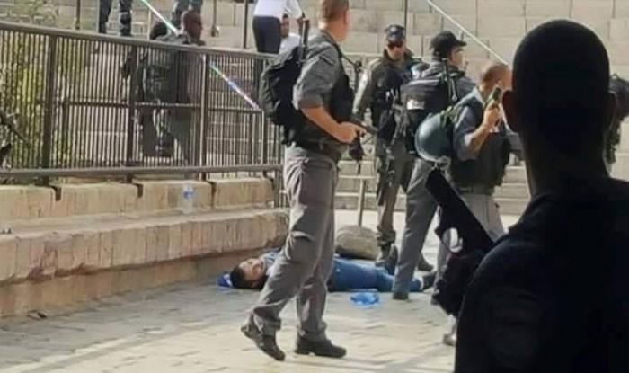 الشرطة الإسرائيلية تطلق النار على شاب فلسطيني وتغلق أبواب الأقصى