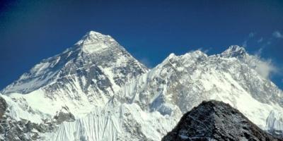 """نيبال تضع شروط لصعود قمة """"إيفرست"""""""