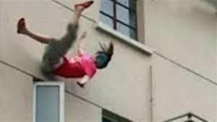 جريمة مروعة.. أم لثمانية أطفال تلقي بنفسها من الطابق الثالث بالمغرب