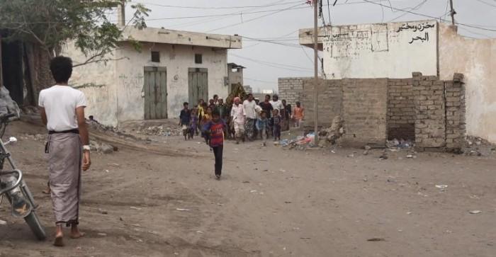 مليشيا الحوثي تفتح النار على منازل المواطنين في التحيتا