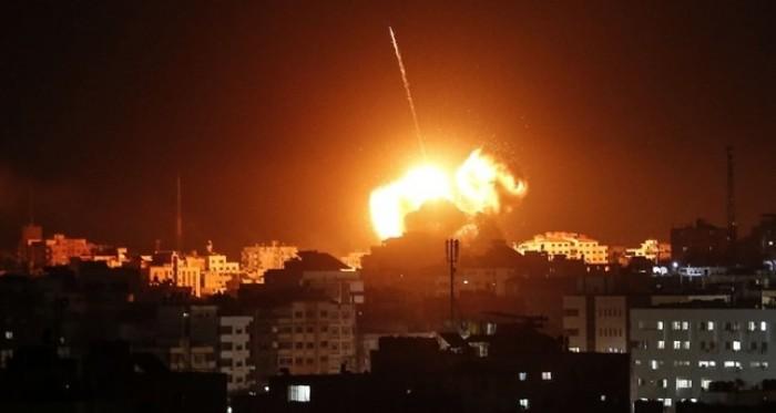 إسرائيل تشن غارتين على موقعين في قطاع غزة