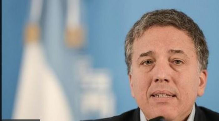 الأزمة الاقتصادية تُقصي وزير المالية الأرجنتيني