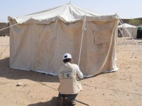 بدعم سعودي..توزيع مساعدات إيوائية للمتضررين من السيول في الجوف(صور)