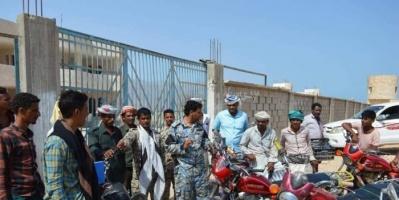 حملة أمنية موسعة لضبط الدراجات النارية المخالفة في قلنسية بسقطرى (صور)