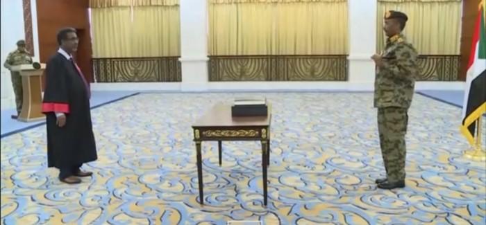 البرهان يؤدي اليمين الدستورية أمام القضاء كرئيسا للمجلس السيادي السوداني رسميا