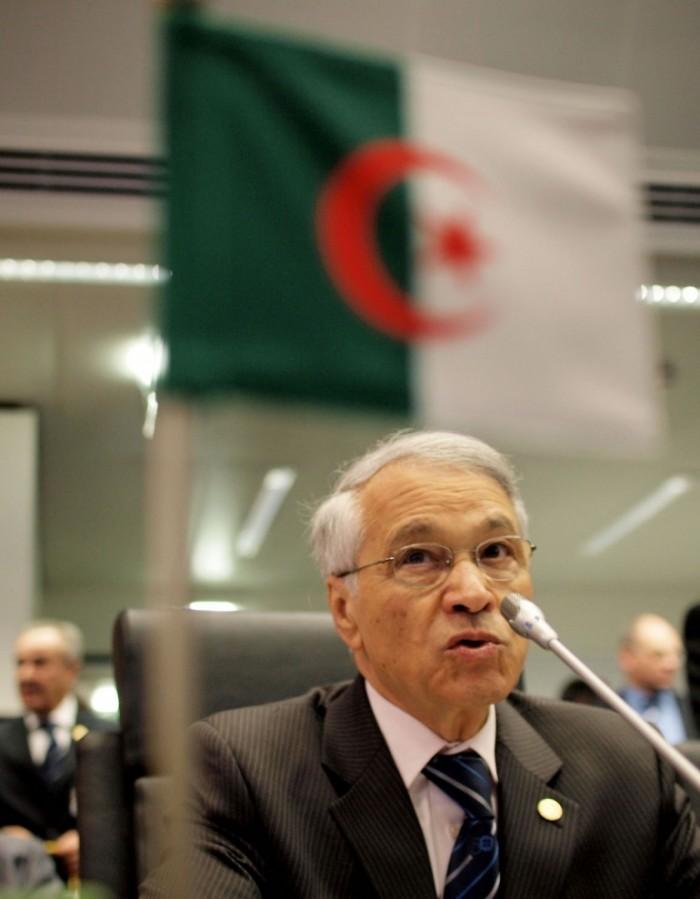 المحكمة العليا الجزائرية تصدر مذكرة قبض دولية لـ وزير النفط الأسبق