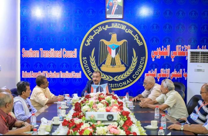 رئيس الجمعية الوطنية يلتقى أعضاء جمعية القوى الجوية