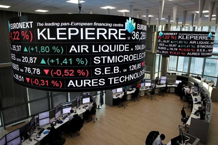مؤشر بورصة باريس يسجل تراجع بنسبة 0.87%
