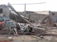 المليشيات الحوثية تُدمر منازل المواطنين في حي منظر بالحديدة (فيديو)