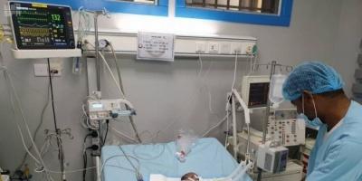 فريق طبي سعودي ينقذ طفلة يمنية من الموت