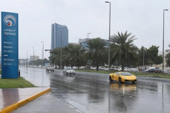الإمارات تشهد هطول أمطار غزيرة في عدة مناطق
