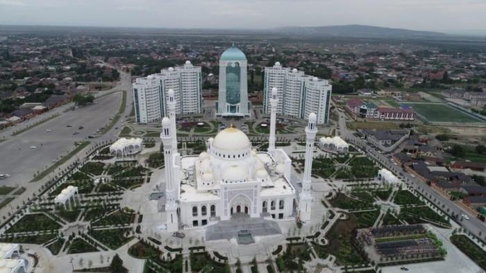 """افتتاح أكبر مساجد أوروبا """"فخر المسلمين"""" بالشيشان"""