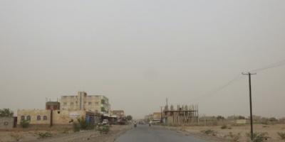 بالأسلحة الثقيلة.. المليشيات تقصف مواقع القوات المشتركة في حيس