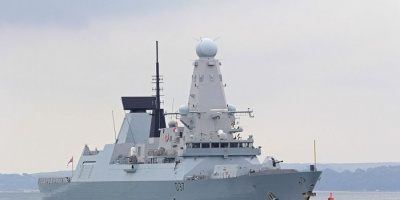 بريطانيا تُرسل مدمرة جديدة لتعزيز قواتها بمياه الخليج