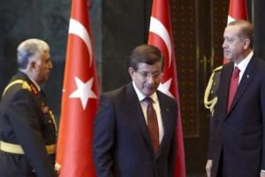 داود أوغلو مهاجمًا أردوغان: يحجب الديمقراطية ولا يحترم شعبه