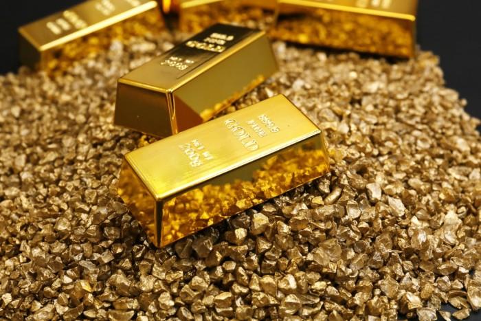 توقعات بأن تصل الأوقية لـ1600 دولار.. ما السر وراء اشتعال أسعار الذهب في مصر؟